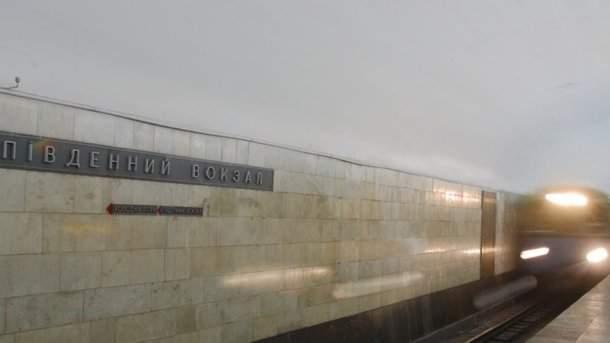 Харьковчанка бросилась под поезд метро
